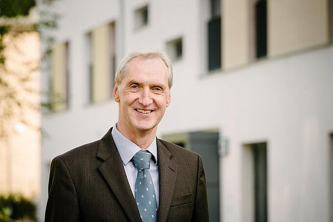 Dr. Arne Nilsson